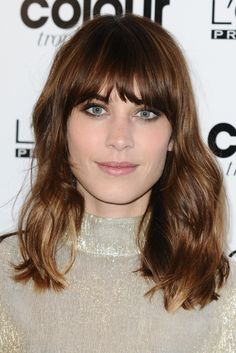 Alexa Chung and her hair. Bob Hairstyles For Fine Hair, Cool Haircuts, Messy Hairstyles, Pretty Hairstyles, Layered Haircuts, Alexa Chung Hair, Bob Haircut With Bangs, Hair Bangs, Medium Hair Cuts