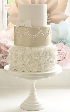 35 Wedding Cake Inspiration with Chic Classy Design Details: http://www.modwedding.com/2014/10/22/35-wedding-cake-inspiration-chic-classy-design-details/ Featured Wedding Cake: cotton & crumbs