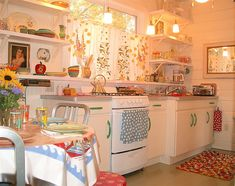 Sweet, cheery vintage kitchen!