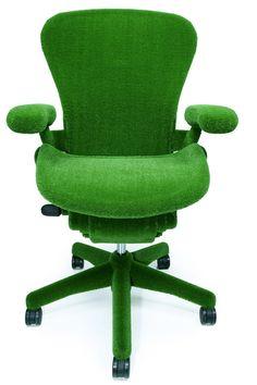 Mira esta silla  de diseño ecológico hecha en  hierba sintética diseñada por Herman Miller  y Makoto Azuma. ¿ Se puede ser ecológico y original?