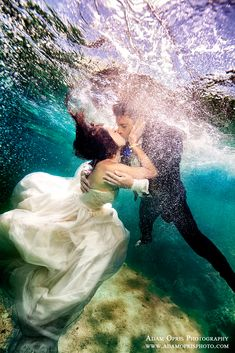 Wedding Photography Hawaii The Full Story Behind These Incredible Underwater Wedding Photographs - Enjoy the remarkable and mesmerizing effects created by Adam Opris as he takes magical photographs of underwater brides and grooms. Water Photography, Couple Photography, Wedding Photography, Film Photography, Street Photography, Landscape Photography, Fashion Photography, Photography Ideas, Bridal Shoot