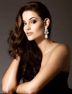 Rolene Strauss is a South African beauty pageant titleholder who won Miss South Africa 2014 and was later crowned Miss World 2014 Miss World 2014, Pagent Hair, Beautiful Inside And Out, Beauty Pageant, African Beauty, Celebs, Celebrities, India Beauty, Beauty Queens