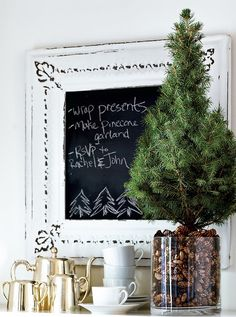 48 Brilliant Outdoor And Indoor Pinecone Decorations Ideas For Christmas - Christmas time is the ideal occasion to adorn one's home with attractive and graceful Christmas decorations. When the season comes, people start looki. Mini Christmas Tree, Winter Christmas, All Things Christmas, Christmas Crafts, Xmas Tree, French Christmas, Pine Cone Decorations, Flower Decorations, Christmas Decorations