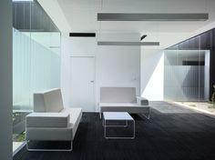 Ideas de #Vestibulo, Salon, Patio, estilo #Moderno color  #Blanco,  #Gris,  #Plateado, diseñado por COR asociados  #CajonDeIdeas