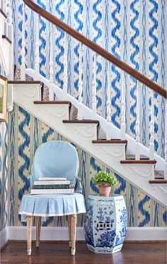 In this post – Toile de Nantes by Pierre Frey I have been thinking about wallpapering a few rooms in my house and I cannot get… Wallpaper Co, French Wallpaper, Pierre Frey, Hydrangea Wallpaper, Borrowed Light, House Of Turquoise, Georgian Homes, Garden Seating, White Houses