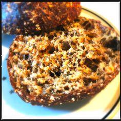 """Det her er opskriften der """"tog rumpetten"""" på mig, dét havde jeg ikke lige regnet med - altså at det skulle ende op med at være nogle virkelig lækre boller & så er de endda proppet med dejlige proteiner. De er sprøde, luftige, fiberrige - men på ingen måde tørre &... #brød #morgenmad #proteinrig"""