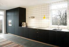 Det sorte snedkerkøkken på Nebbegaardsbakken - designet og produceret af Nicolaj Bo™ - København