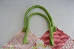 Un tutorial di cucito facile per confezionare da soli i manici in stoffa per borse fatte a mano. DIY manici borse handmade, da cucire a macchina o a mano.