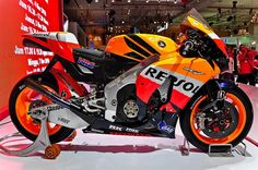 Honda CBR 250 Honda Bikes, Honda Motorcycles, Cars And Motorcycles, Moto Bike, Motorcycle Gear, Honda Cbr 1000rr, Bad To The Bone, Sportbikes, Street Bikes