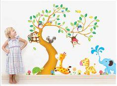 Adesivo murale con albero, animali della giungla e dello zoo. Dimensioni montato 190x140 cm.  Spese di spedizione incluse.  <strong>[Se il prodotto è esaurito puoi iscriverti alla lista d'attesa utilizzando i pulsanti qui sotto ed essere informato appena il prodotto è nuovamente disponibile.]</strong>