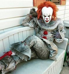 Pennywise from IT cosplay<<< Draw me like one of your French girls Georgie Fete Halloween, Scary Halloween Costumes, Halloween Makeup, It Clown Costume, Anime Cosplay, Cosplay Girls, Gruseliger Clown, Creepy Clown, Amazing Cosplay