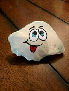 Awesome 70 DIY Painted Rock for First Apartment Ideas https://roomadness.com/2017/10/29/70-diy-painted-rock-first-apartment-ideas/