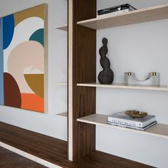 More pictures of the bookshelf we designed recently for a project. Love this combination, teak and travertine! Thank you for the excellent… Arch Interior, Interior Design, Bookshelves, Bookcase, Bookshelf Inspiration, Cabinet Drawers, Travertine, Built Ins, Joinery
