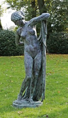 """Ferdinand Lepcke (1866 Coburg - 1909 Berlin)""""Phryne"""". OriginaltitelBronze, in dunkelgrün-schwarzen — Skulpturen, Plastiken, Installationen, Bronzen, Relief"""
