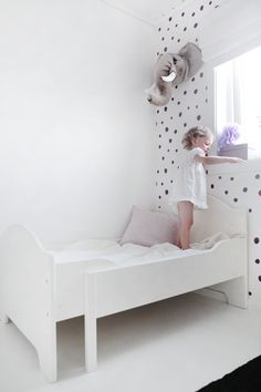pure white with purpl accents, lovely. #kids #estella  #decor