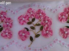 Ribbon Embroidery, Embroidery Stitches, Embroidery Patterns, Yo Yo Quilt, Button Crafts, Mug Rugs, Cross Stitch Flowers, Fabric Flowers, Handicraft