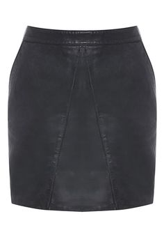 Channel your inner rock chic with the Whiskey Leather Skirt!This 100% leather skirt features stitched detailing, two front pockets and exposed metal zip. For a feminine twist, pair it with a simple lace top.Model wears a size 10 and is 174cm tall.Fabric Content: 100% Leather
