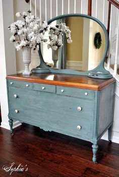 Sophias: Milk Paint Dresser I used to have a dresser similar with jewelry containers on top. Was my Aunt Gladys and we used it in our first years of marriage. It is long gone but would be beautiful painted like this. - Decor It Darling Plywood Furniture, Paint Furniture, Repurposed Furniture, Furniture Projects, Furniture Making, Furniture Makeover, Vintage Furniture, Funky Furniture, Furniture Design