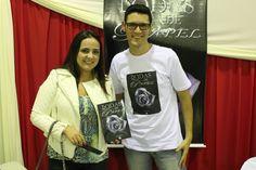 A Paula ao lado do #escritor #DanielMoraes na sessão de autógrafos do #livro #BodasDePapel em #BragançaPaulista interior de #SP