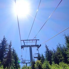 Nach dem #bcbr2018 geht es mit dem Lift auf den Berg. Sehr entspannend. :) After the #bcbikerace we use the chairlift to get to the top of the mountain. Very relaxing. :) Mehr / More  https://ift.tt/2IJl8Fi  #konstructive.de #bikersofinstagram #bikelife #mountainbiking #mtb #revolutionsports.eu #downhill #bikes #blue #freeride #allmountainstyle #enduro #mtblife #northshoremtb #freeride #ridebc #allmountainstyle #girlsonbikes #mtbbc #cyclinglife #cycling #singletrack #bikelove #ilovemybike…