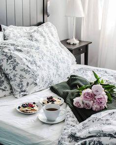 Breakfast in bed // Pinterest: jessicasohda