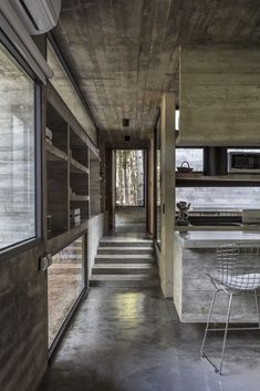 Completed by Besonias Almeida arquitectos. The Forest House is a modern concrete house which distributed in three volumes that would simplify the procedure Concrete Houses, Interiors Magazine, Forest House, Building A House, New Homes, House Design, Basic Kitchen, Classy, Miyagi