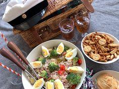 Blogissamme ihanan tonnikalasalaatin ohje sekä muita ideoita vappupicnicille. Jonka voi muuten järjestää vaikka omassa olohuoneessa! Picnic, Dairy, Cheese, Picnics