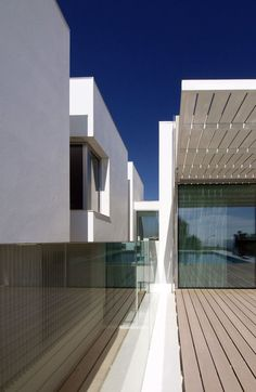 House in Paco de Arcos, Lisbon by Jorge Mealha Arquitecto