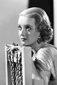 Welcome to the official Bette Davis website. Learn more about Bette Davis and contact us today for licensing opportunities. Old Hollywood Glamour, Golden Age Of Hollywood, Vintage Glamour, Vintage Hollywood, Hollywood Stars, Classic Hollywood, Hollywood Divas, Vintage Vogue, Vintage Ladies