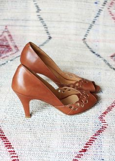 High Heels ~ Classic Look ~ The Librarian Chic Pretty Shoes, Beautiful Shoes, Cute Shoes, Me Too Shoes, Women's Shoes, Shoe Boots, Mode Vintage, Vintage Shoes, Stilettos