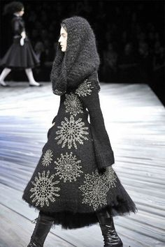 Alexander McQueen 2008. Here is a better view of the fabulous design. Again I would love it on a coat.