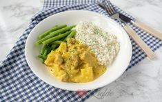 Kip kerrie met sperziebonen Thai Red Curry, Risotto, Chicken Recipes, Pasta, Fruit, Healthy, Ethnic Recipes, Food, Ground Chicken Recipes