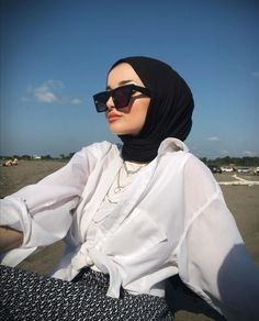 Sporty Outfits, Korean Outfits, Girl Outfits, Cute Outfits, Fashion Outfits, Muslim Fashion, Modest Fashion, Model Poses Photography, Hijab Fashion Inspiration