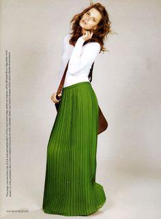 I need this color-green maxi skirts Maxi Verde, Full Length Skirts, Long Skirts, Pleated Skirts, Green Maxi, Neon Green, Modest Fashion, Apostolic Fashion, Fashion Dresses