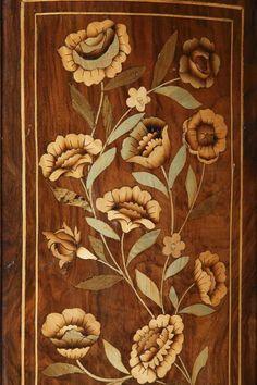 Commode hollandaise marquetée de fleurs