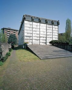 Angelo Mangiarotti und Bruno Morassutti; Kirche 'Mater Misericordiae', Mailand, 1956 – 57 Rome, Concrete, Garage Doors, Sidewalk, Public, Angelo, Aldo, Outdoor Decor, Buildings