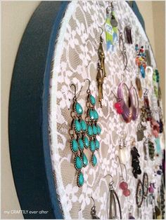 These DIY earring holder ideas will keep your desk mess under control. Never spend time searching for earrings again! DIY earring holders to the rescue! Diy Earring Holder, Earring Storage, Earring Display, Jewellery Storage, Jewelry Organization, Jewellery Display, Diy Lace Jewelry Holder, How To Make Earrings, Diy Earrings