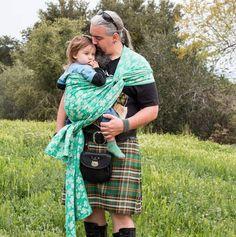 Happy St. Patrick's Day! · · · · 🍀🍀🍀 📷 Picture@thekiltedBW   #didymosklee #didymosshamrocks #stpatricksday #thekiltedbw#tbwlove#wovenwrap#didymosclover #didymos Baby Wraps, Baby Wearing, Your Child, Squats, The Originals, Happy, Model, How To Wear, Squat
