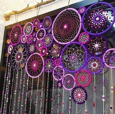 17 Really Amazing DIY Window Decor Ideas You Can .- 17 wirklich erstaunliche DIY Fenster Dekor Ideen, die Sie kostenlos tun können – Dekoration De 17 really amazing DIY window decor ideas you can do for free - Los Dreamcatchers, Deco Boheme, String Art, Bohemian Decor, Bohemian Crafts, Hippie Crafts, Bohemian Living, Boho Chic, Diy Home Decor