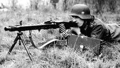 A Wehrmacht soldier training with his MG42 machine gun