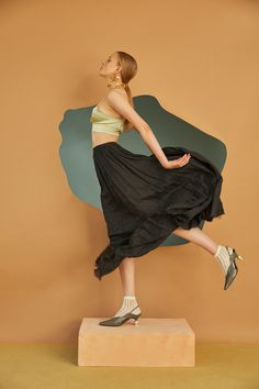 Studio Photography Poses, Human Photography, Fashion Photography Poses, Figure Photography, Photography Illustration, Fashion Poses, School Photography, Fashion Show, Colorful Fashion