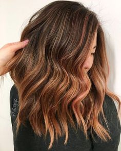 20 Natural-Looking Brunette Balayage Styles - Gifts & Ideas : Explore & Discover the best handpicked gifts & ideas for any occasion Auburn Hair Balayage, Hair Color Auburn, Balayage Brunette, Hair Color Balayage, Long Shag Haircut, Long Bob Haircuts, Over The Top, Jessie, Smoothies