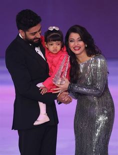 Bollywood actor Abhishek Bachchan and actress wife Aishwarya Rai Bachchan were seen at the Miss World 2014 pageant with their daughter Aaradhya Bachchan. Bollywood Stars, Bollywood Fashion, Bollywood Celebrities, Bollywood Actress, Miss World 2014, Aaradhya Bachchan, Glamour World, Throwback Pictures, Aishwarya Rai Bachchan