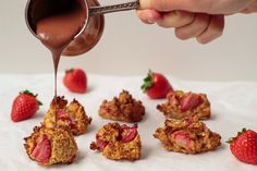 Healthy Oat Cookies with strawberry - Fitt Epres Zabos Mandulalisztes Cookies Healthy Oat Cookies, Stevia, Muffin, Strawberry, Breakfast, Desserts, Food, Healthy Oatmeal Cookies, Morning Coffee