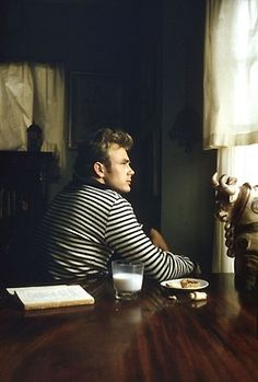 helllo-dollface:    James Dean is so perfect