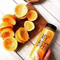 HEALTHY: Mijn vitamientjes voor vandaag neem ik mee voor onderweg. MY BOTTLE is hier perfect voor! Je shopt deze handige fles via de link in bio #cottonandscents #mybottle #webwinkel #webshop #vitamines #fles #waterfles #bottle #fruit #heathy #healthygirls