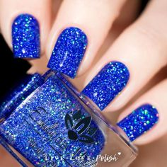 Have you ever try blue nail designs? They always look cool and stylish. Here we picked 21 best designs for you. Fabulous Nails, Perfect Nails, Gradient Nails, Acrylic Nails, Gel Nails, Blue And Silver Nails, Cobalt Blue Nails, Blue Glitter Nails, Black Nails