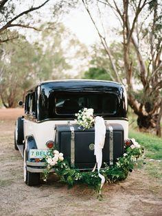 Classic 1920's Inspired Wedding Ideas   Wedding Sparrow   Katie Grant Photography
