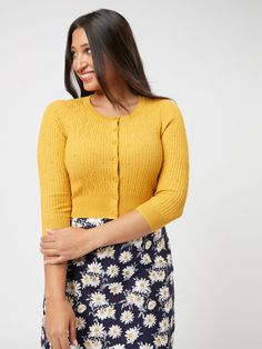 Mustard Cardigan, Cropped Cardigan, Review Fashion, Fashion Tips, Fashion Trends, Different Dress Styles, Monogram Styles, Dream Dress, Everyday Fashion