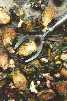jadłonomia · Vegetable rules: caramelized Brussels sprouts with cranberries Gf Recipes, Vegetarian Recipes, Healthy Recipes, Eat For Energy, Clean Eating, Healthy Eating, Vegetable Sides, Quick Meals, Entrees